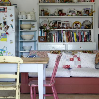 corner display shelves