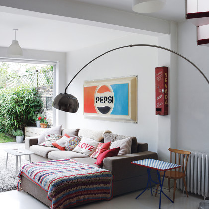 '50s-inspired décor