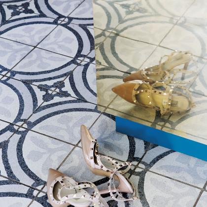 monochromatic floor